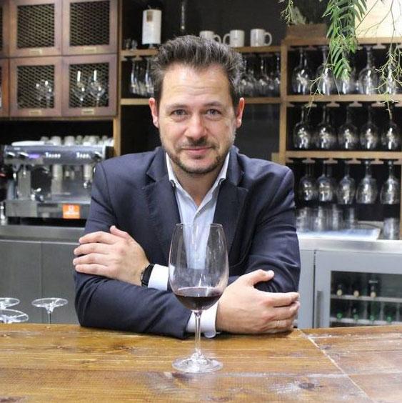 El sommelier Ales Rueda realiza nuestras catas de vino temáticas
